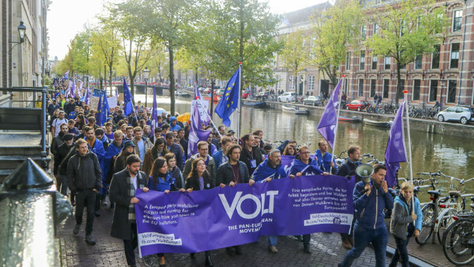 Volt members marching in Amsterdam