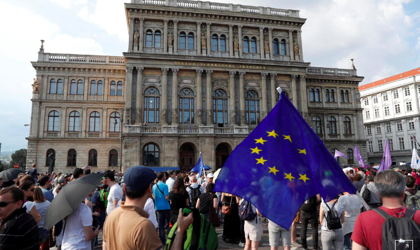People protest outside the Hungarian Academy of Sciences against government's plans to overhaul the institution in Budapest, Hungary, June 2, 2019. REUTERS/Bernadett Szabo